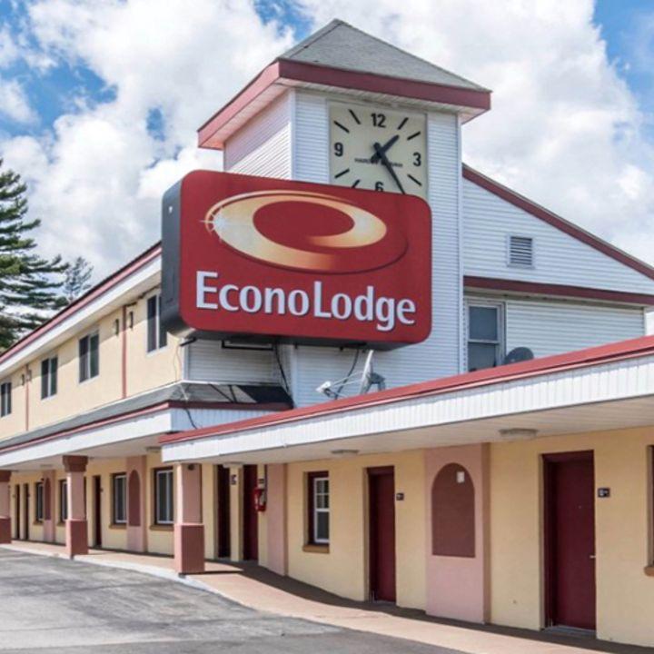 Hotel Bookings at Brattleboro, VT Hotel - Econo Lodge