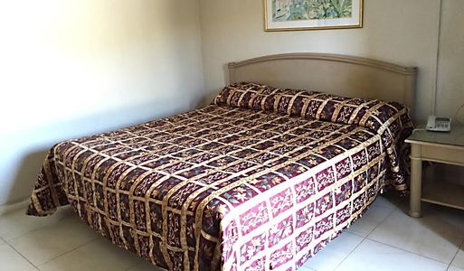 1 King Bed